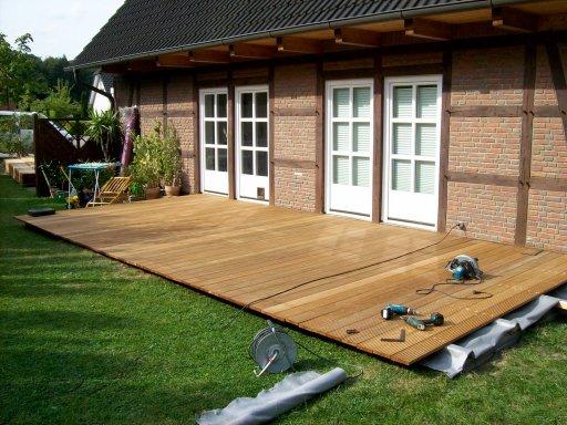 garten terrasse holz oder stein carprola for. Black Bedroom Furniture Sets. Home Design Ideas
